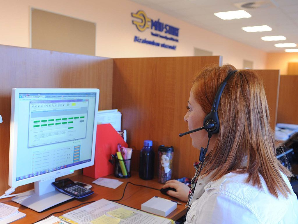 How do I get a job in the fraud division of a corporation working at a call center?